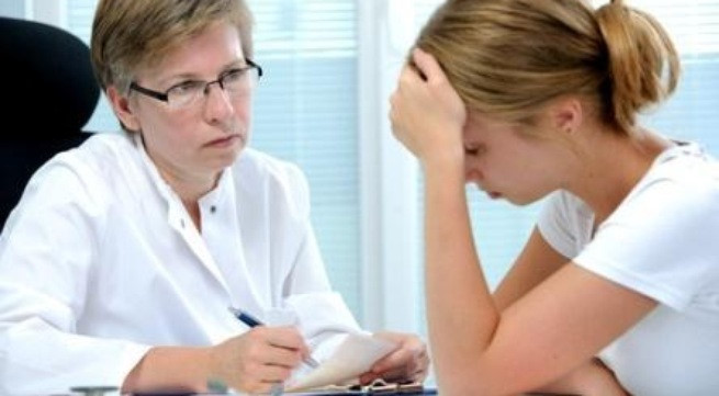 Nữ giới cần làm gì khi có dấu hiệu bị viêm buồng trứng