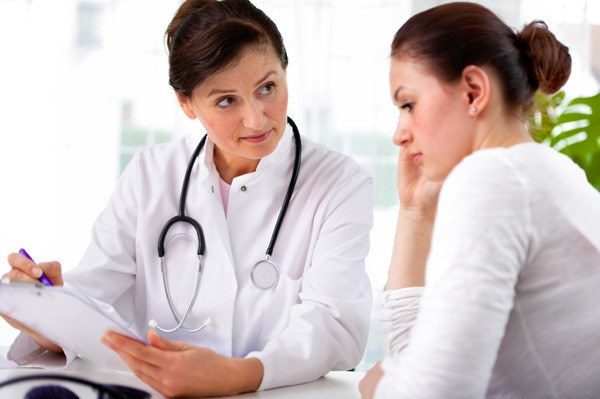 Bị viêm lộ tuyến cổ tử cung nữ giới nên làm gì
