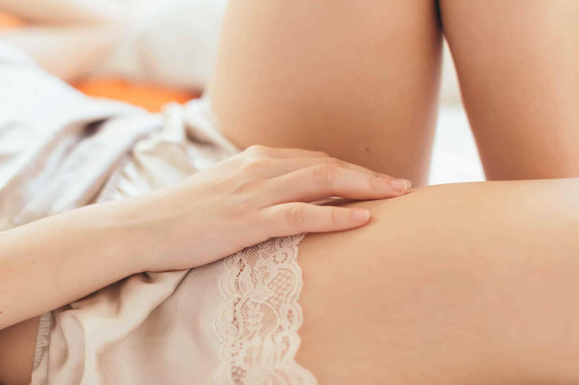 Nữ giới bị ngứa lỗ tiểu không đến gặp bác sĩ có được không