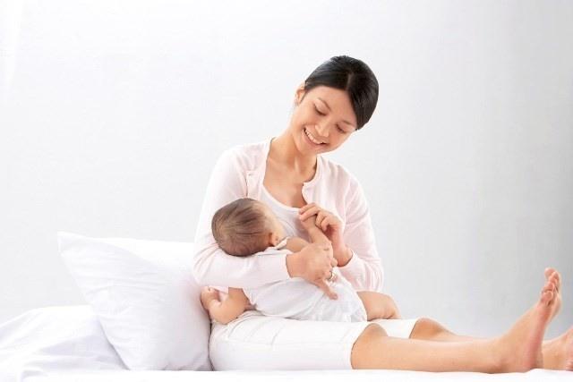 Sau sinh chưa có kinh lại đặt vòng tránh thai được không