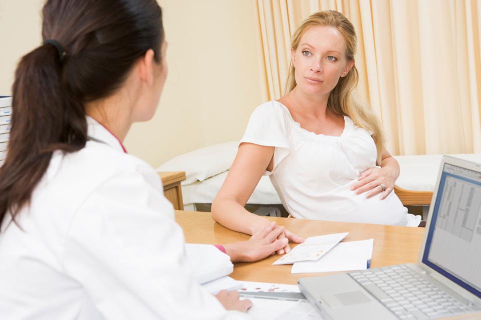 Bị polyp tử cung có nên sinh thường không
