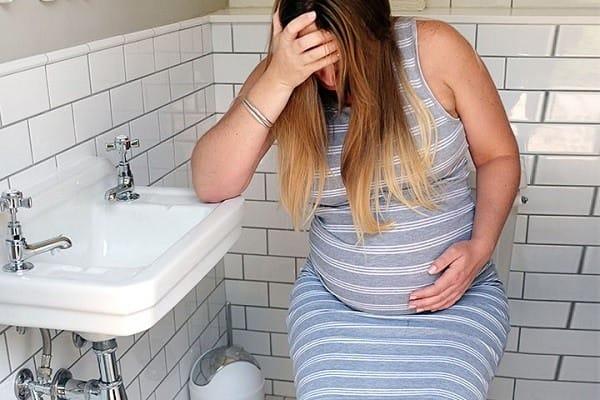 Dấu hiệu nhận biết viêm niệu đạo khi mang thai chị em nên biết