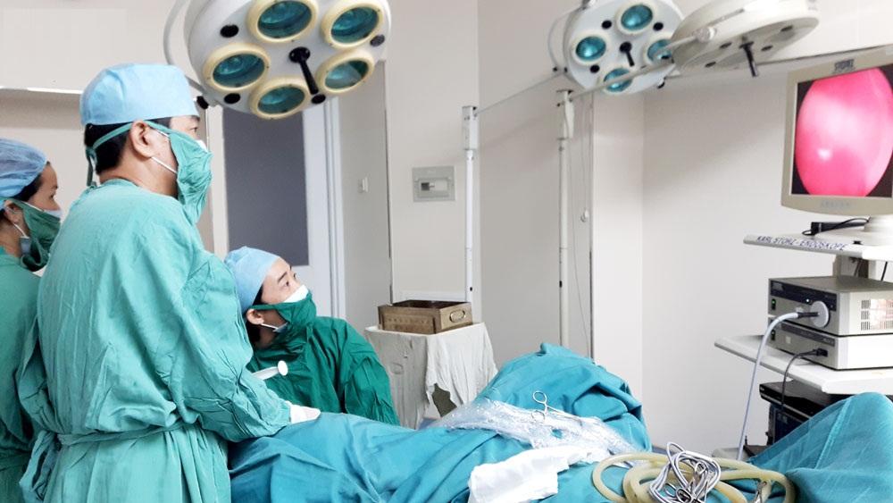 Thực hiện chụp tử cung vòi trứng